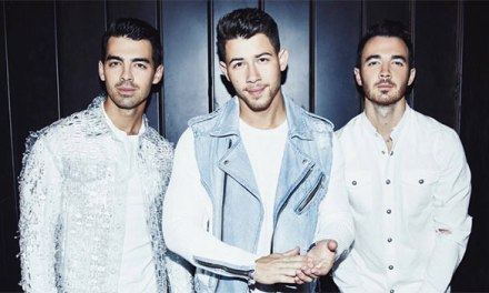 Jonas Brothers team with T-Mobile for AMAs performance
