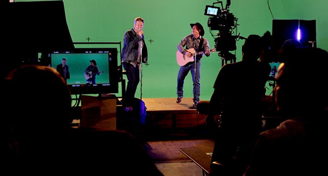 Garth Brooks announces 'Making of Dive Bar Video'; reschedules MA Dive Bar show