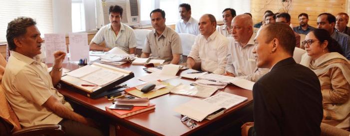 Advisor Ganai reviews functioning of Education Department