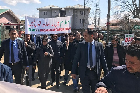 Mehbooba stages protest rally against Jamaat ban in south Kashmir's Anantnag