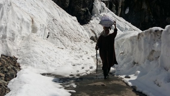 Dozens of villages from Aharbal upto Saidow Shopian, locked in snow