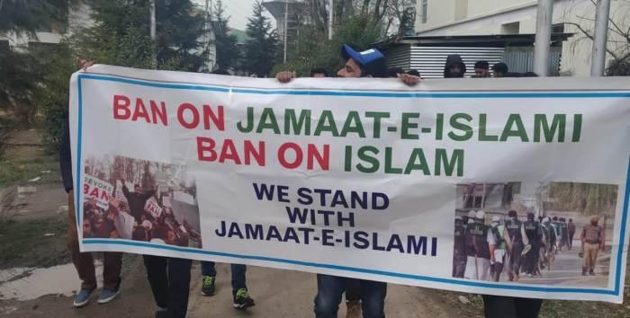 KU students protest against GoI's ban on Jamaat-e-Islami