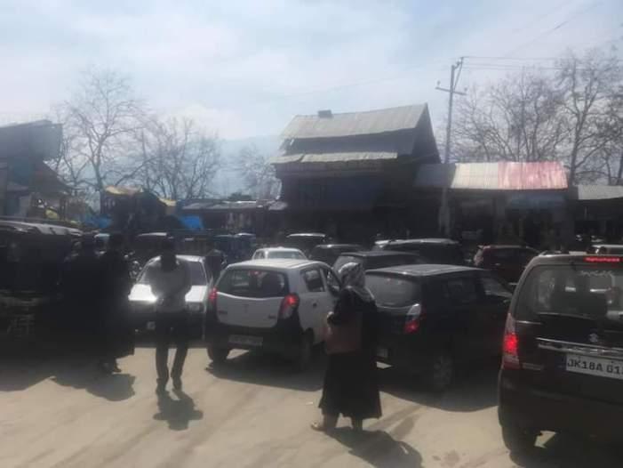 Despite bus stand, Kulgam in traffic mess