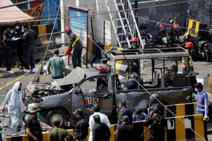 9 killed in Pak suicide blast outside shrine in Lahore