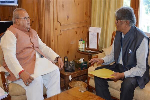 VC Kashmir University meets Governor