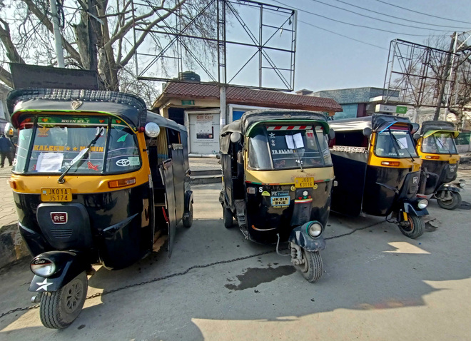 Ensure no vehicle is parked along roadside: HC to govt