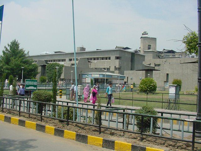 SKIMS turns Covid-19 hot spot area, Covid-19 positives repeatedly lodged in Emergency Unit
