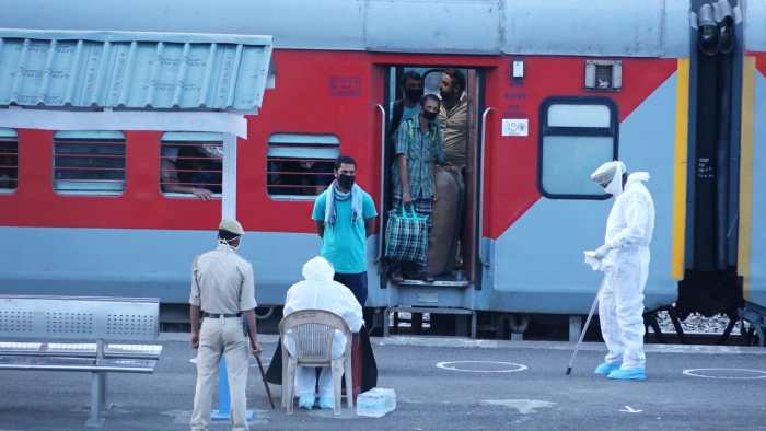 Govt. evacuates 39825 JK inhabitants through Lakhanpur till date, 3217 reach Udhampur in 3 special trains, 419 students by flight from Bangladesh