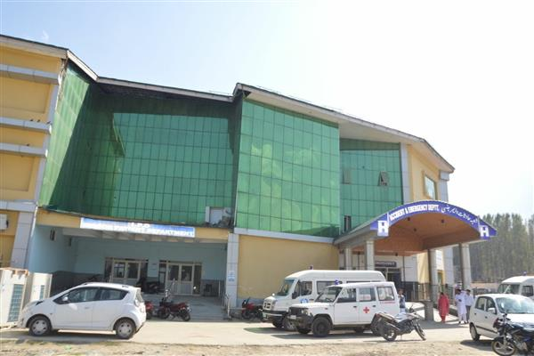 DC Baramulla Announces Full Time Dedicated Hospital for COVID-19 Patients