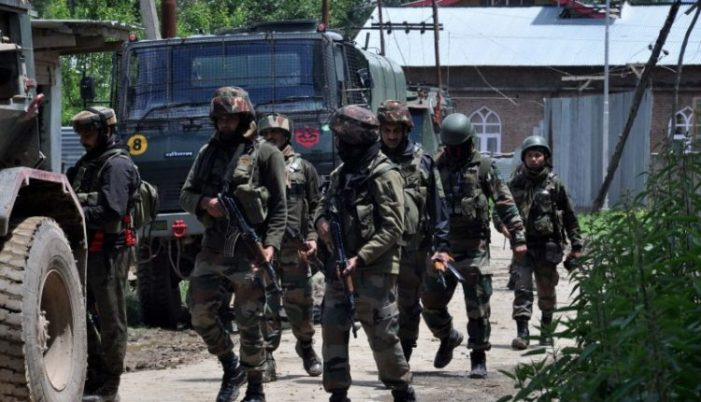 Militant caught alive, SPO escapes from Chadoora gunfight site