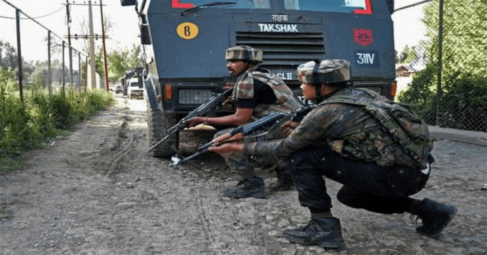 CRPF man injured, his rifle snatched in Budgam militant attack