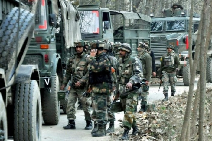 Gunfight rages in Kawoosa area of Narbal in Central Kashmir's Budgam
