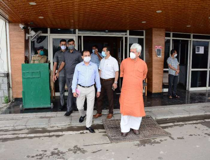 Lt Governor Sinha pays surprise visit to Civil Secretariat; takes stock of the working in the offices of various departments