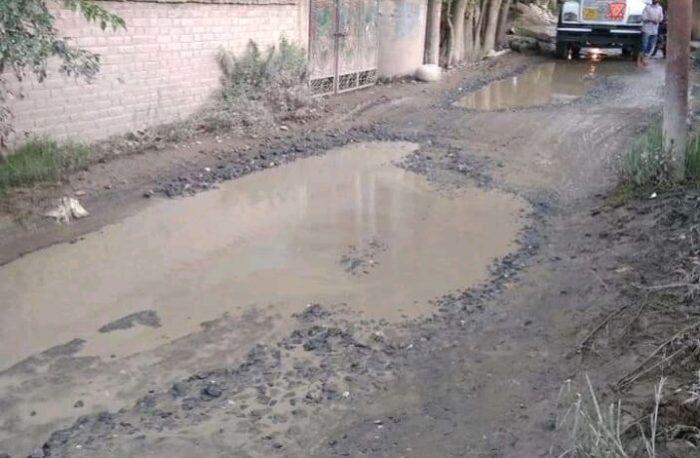 R&B's selective approach: Roads across Kashmir in shambles, People seek LG's intervention