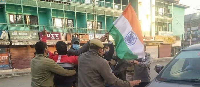 Police detains three BJP leaders for hoisting tri-color at Lal Chowk