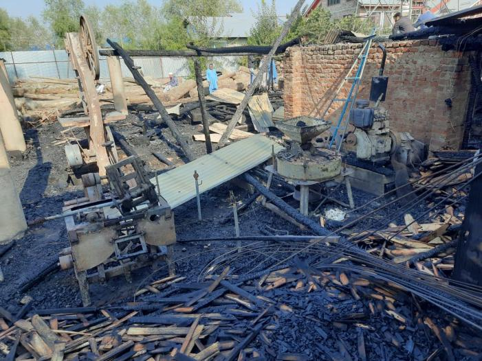 2 factory units gutted in fire mishap in north Kashmir's Sopore