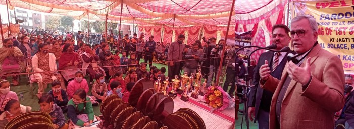 Advisor Farooq Khan stresses to adopt sports culture for healthy, disciplined life