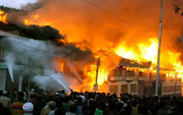 Nocturnal blaze damages 22 shops in north Kashmir