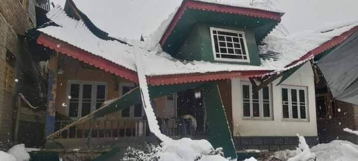 Snowfall destroys dozens of structures in Kashmir