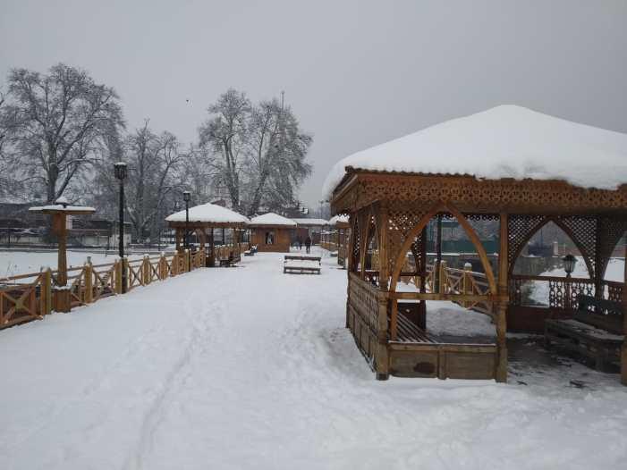 Fresh snowfall in Kashmir amid 'dry weather forecast'