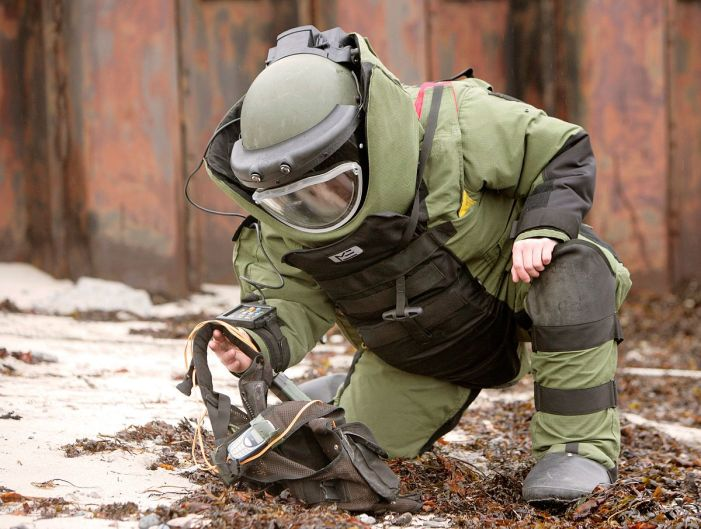 Bomb Disposal Squad diffuses 'explosive substance' in North Kashmir