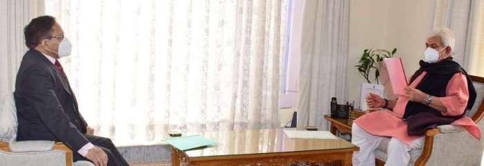 Maj Gen (Retd.) SK Sharma calls on Lt Governor