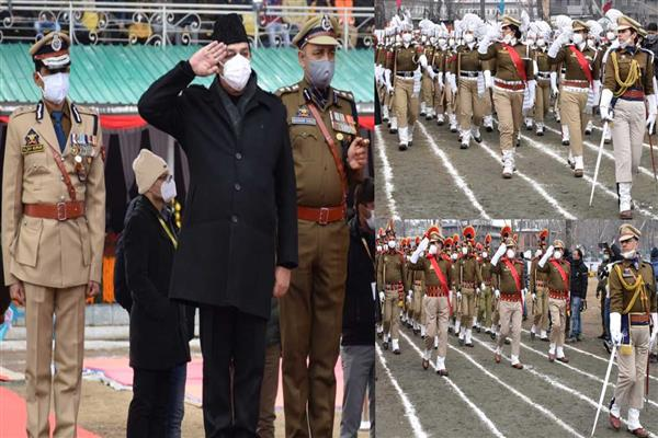 Advisor Baseer Khan unfurls Tricolor at Srinagar