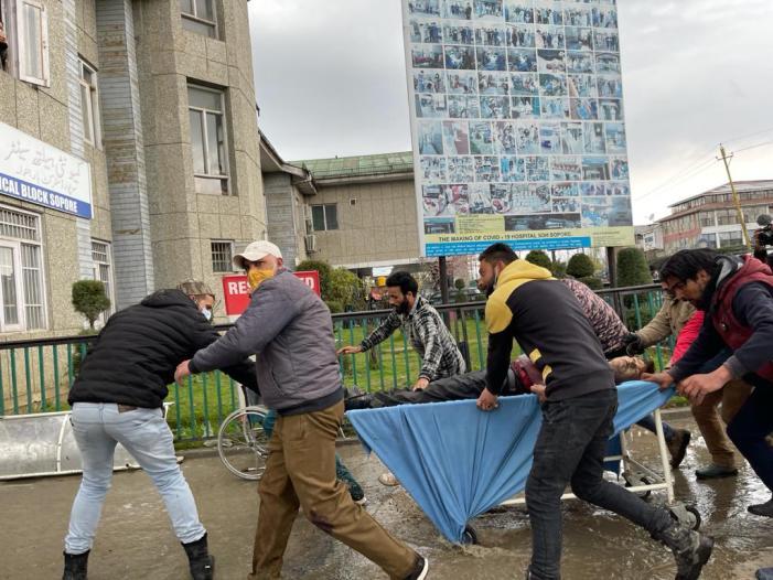 Sudden attack in Sopore leave councilor, cop dead