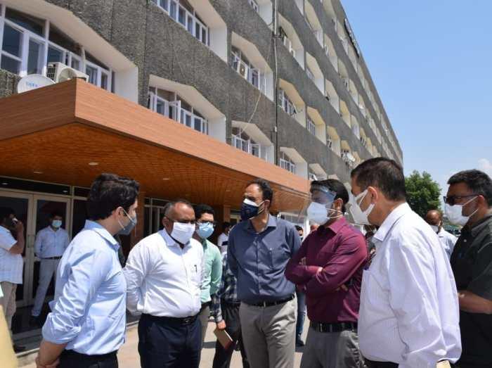 Div Com visits Civil Secretariat Srinagar