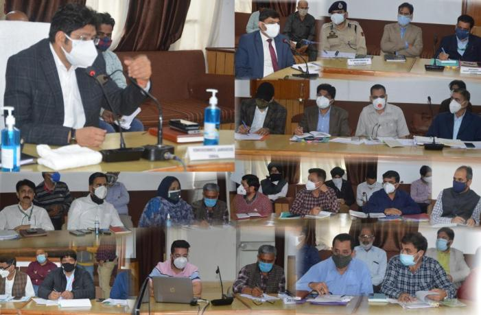 Div Com reviews development works in Poonch; Emphasizes regular monitoring for tangible results