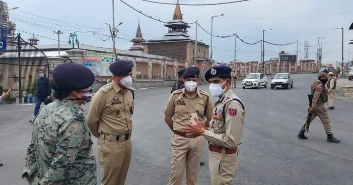 IGP Kashmir Visits Parts Of Srinagar Amid Conona Curfew In Kashmir