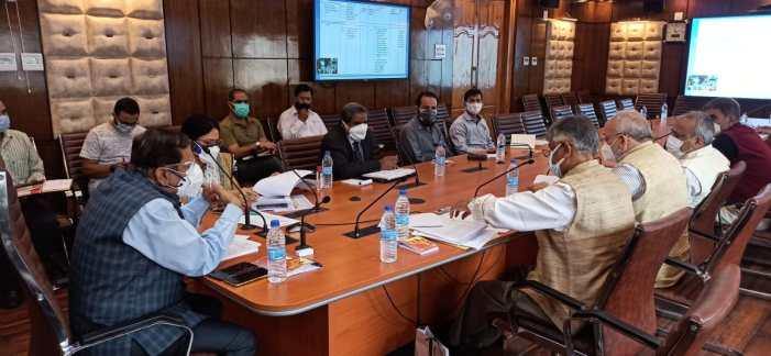 Advisor Bhatnagar reviews progress on implementation of NEP-2020 in HED