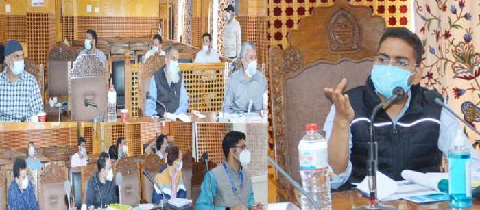 DC Srinagar, CEO Ayushman Bharat review progress on implementation of PMJAY-Sehat Scheme