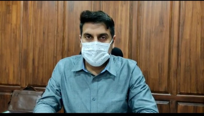 Unvaccinated persons to be tested at entry of Shopping Stores/ Malls: DC Srinagar