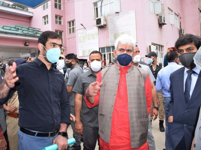 Lt Governor visits Anantnag, reviews Covid containment & preventive measures in the district