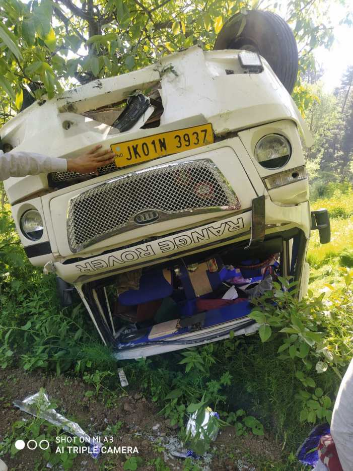 5 injured in Mughal Road accident