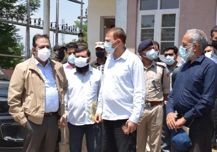 Advisor Baseer Khan visits Handwara, reviews COVID containment measures