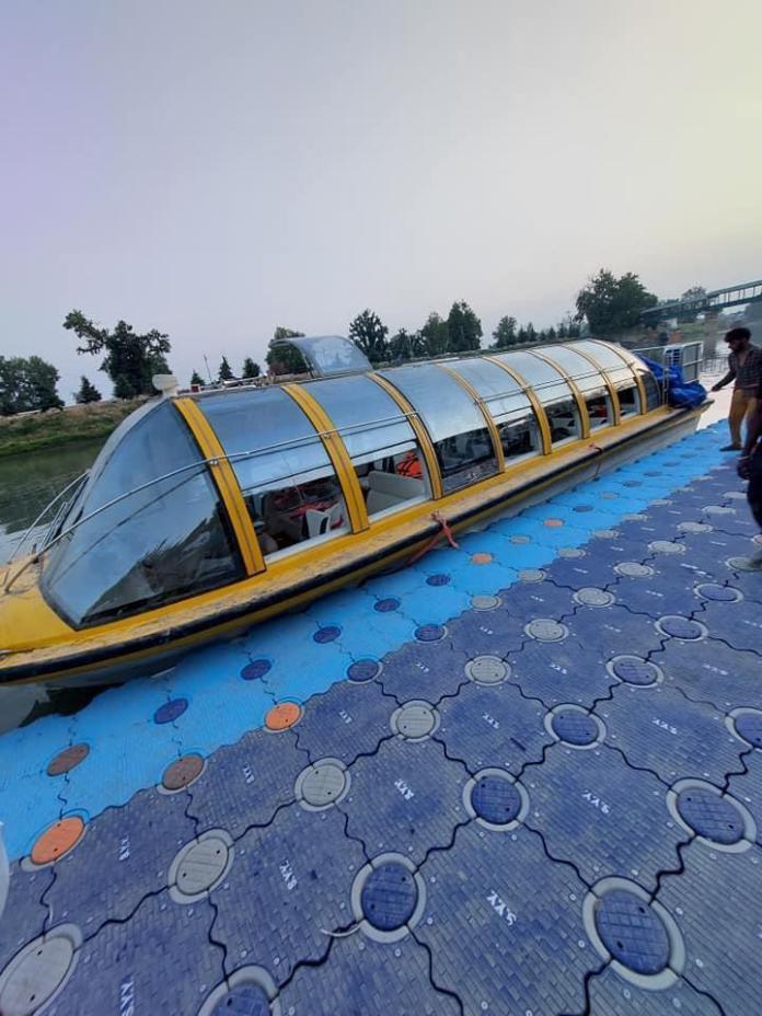 Jhelum transport shows signs of revival in Srinagar