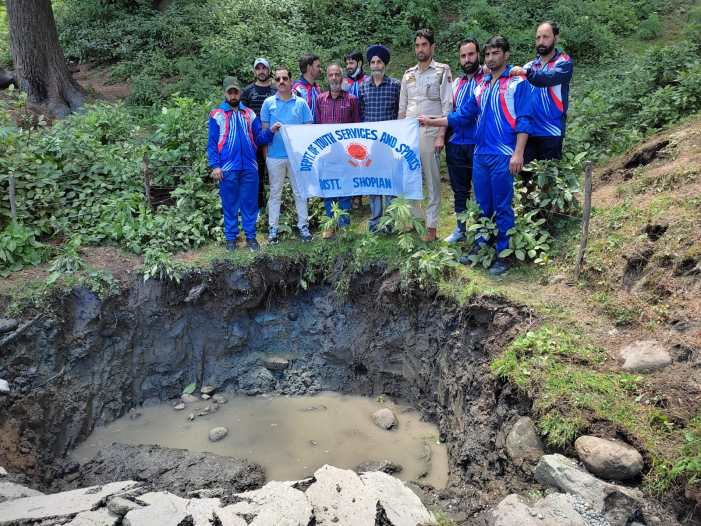 DYSS, Shopian Organizes Water Restoration, Cleanliness, Conservation Programm