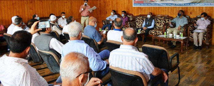 Forest Deptt, FCIK discuss promotion of wood based business in Kashmir