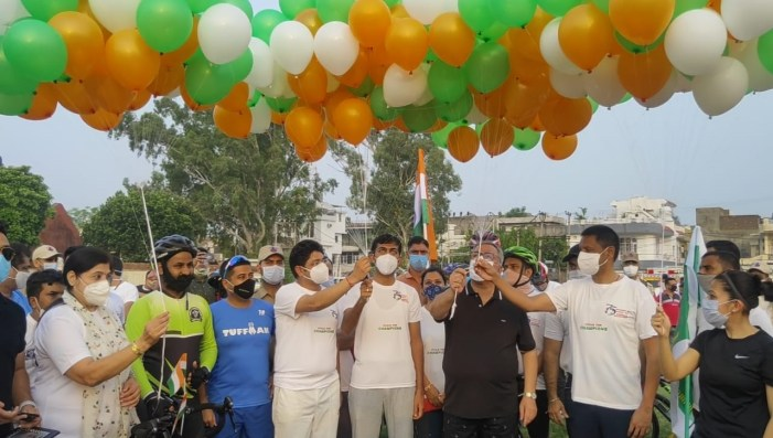 Advisor Farooq Khan flags off cycle rally at Gandhi Nagar