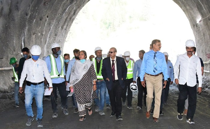 MD, NHIDCL inspects works on Zojila, Z-morh tunnel projects in Ganderbal