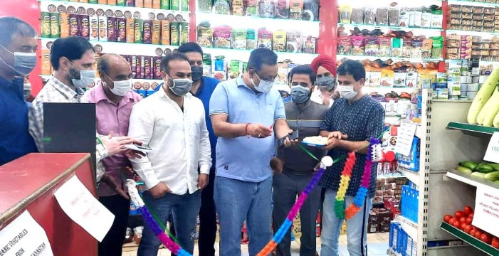 Navin inaugurates first of its kind sale counter of Organic, Exotic fresh vegetables