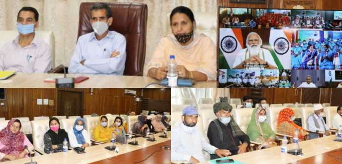 PRI members, SHGs of Srinagar under DAY-NRLM scheme interact with Prime Minister