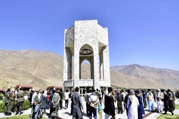 Taliban cuts off telecom network to defiant Panjshir