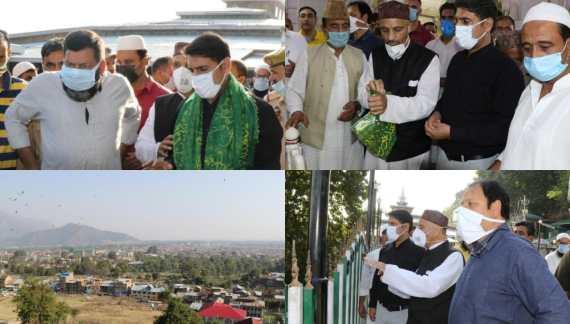 DC Srinagar visits Shrine of Hazrat Sheikh Hamza Makhdoom(RA)