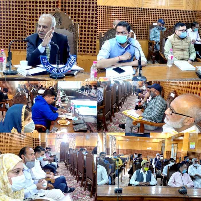 Justice Hasnain Masoodi chairs DISHA meeting of Shopian