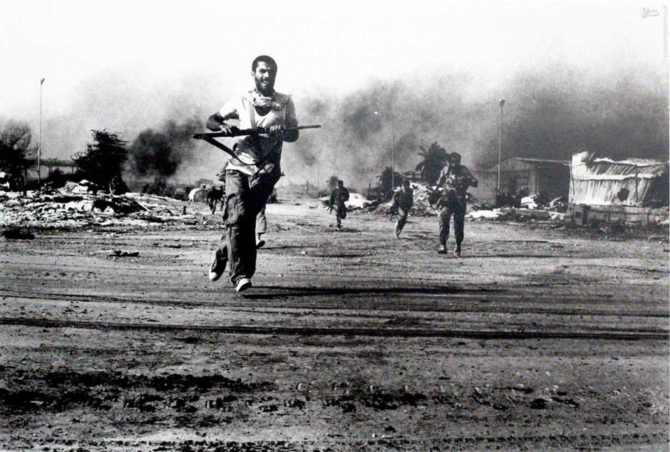 Civilians fighting the Iraqi invasion