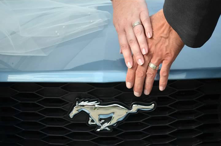 Muscle Car Marriage Couple Has Ford Mustang Themed Wedding The