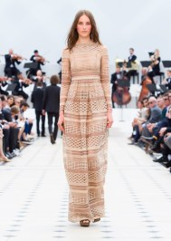 Burberry-Spring-Summer-2016-Lace-Dresses11